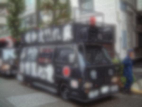 【武勇伝】塾の先生が街宣車がうるさい!と話しをつけに外に飛び出した!