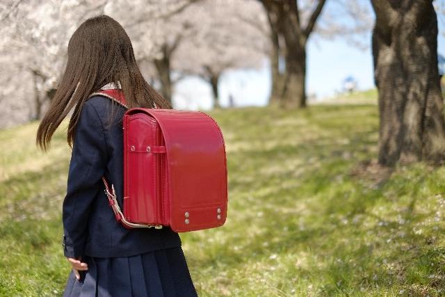 授業参観の日、保護者が見守る中突然A子が泣きじゃくりながら「みんなで、私をいじめるのやめてください!」