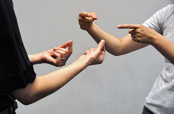 DQN2人組が絡んできたので手話を使ってみた結果www