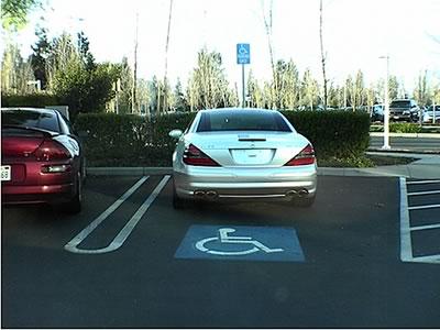 【DQN撃退】障害者スペースに駐車したDQNに店員が注意したらDQN「俺が誰かわかってんのか!お前の事調べて、それなりの事するぞ!」