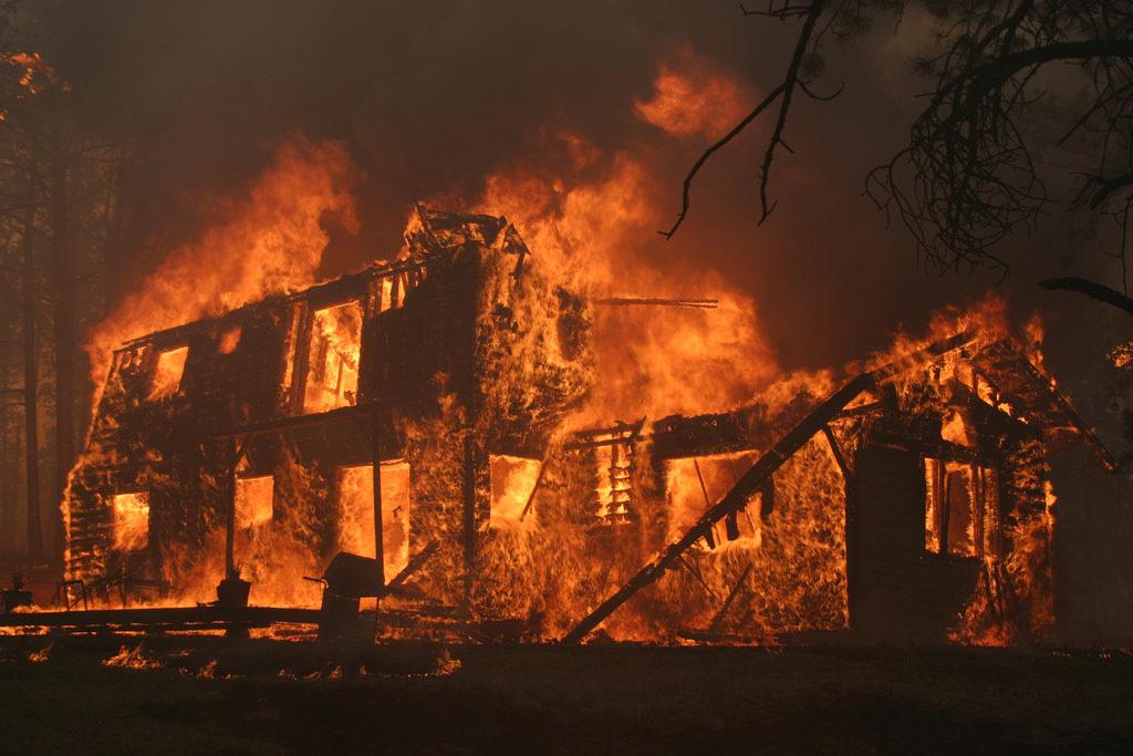 俺が住んでたボロアパートが火事になった。大家が泣きながら謝っていたがその半年後に