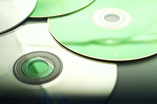 私が退職することになったらオジサン社員から「このCD-R見て」と渡された