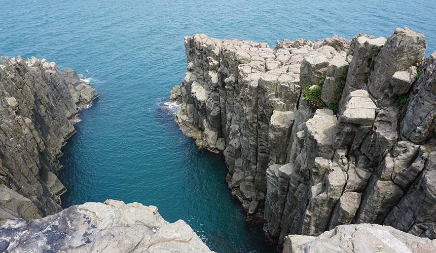 有名な絶景の崖地で「わー怖い怖い」「あー飛び降りたい、崖から飛び降りたい」 って思えて来てね