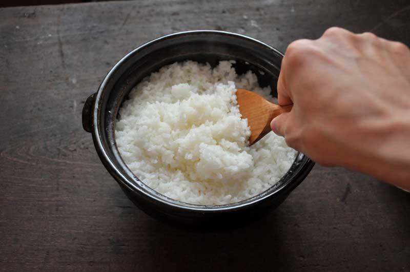 うちは米を土鍋で炊いてた。妹がクラスで たまたま話が出て土鍋で炊くとかないわw 昔話じゃんwwwと馬鹿にされたらしく