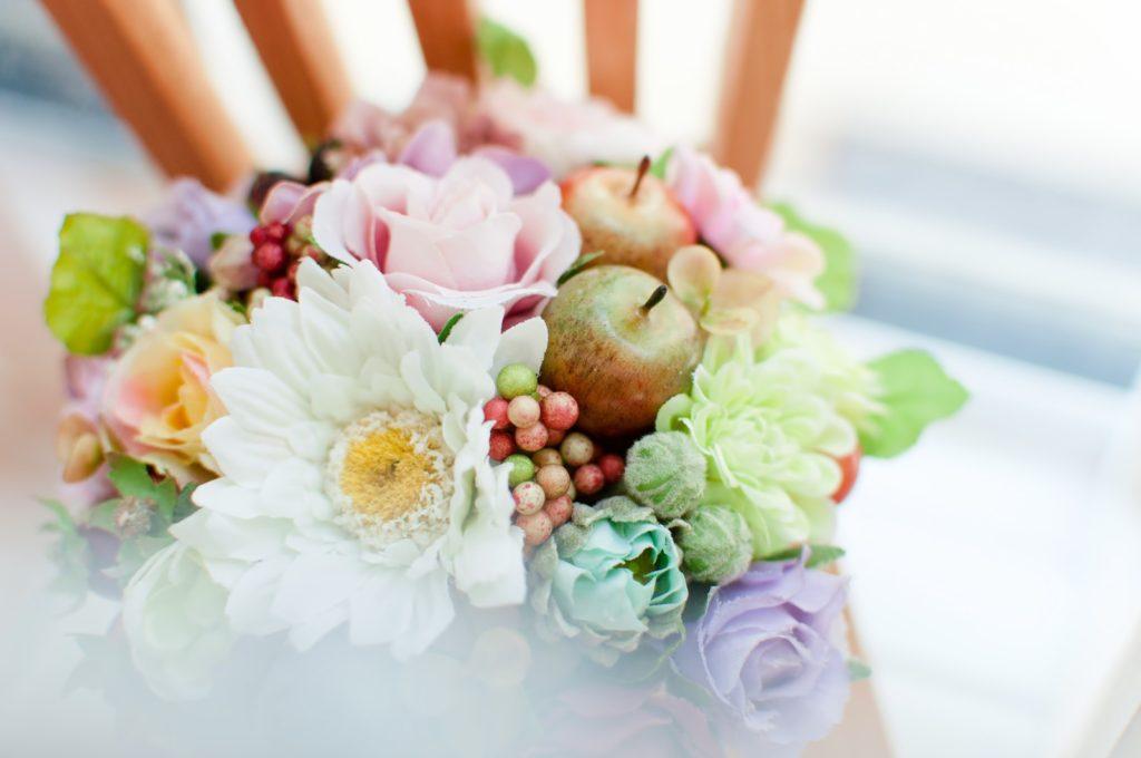 お花のアレンジメントの予約に20代の女性がきた。それを取りにきたのは母親だった。その理由は