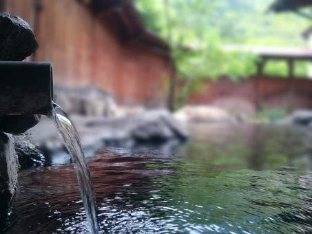 天然温泉つきのホテルに泊まったんだけど、 大浴場に婆ちゃんと生後半年くらいの赤ん坊が・・・