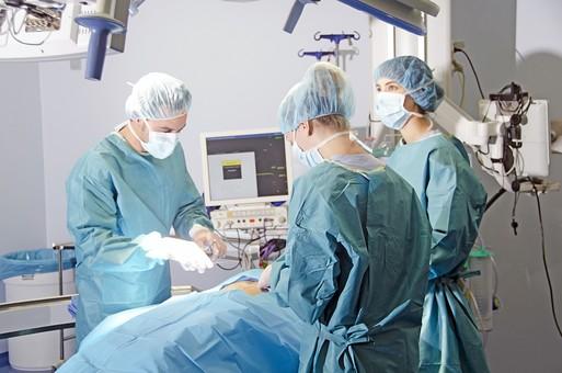 手術で医者が「どう?痛くない?麻酔効いてる?」